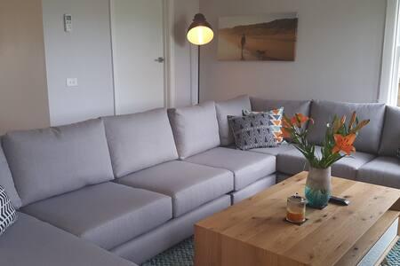 Modern home close to Geelong CBD & Surf Coast - Belmont - Dom