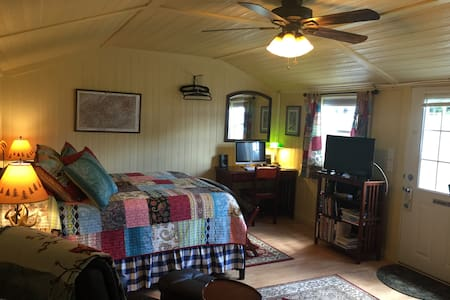 The Airport Cottage - Hendersonville - Cabaña