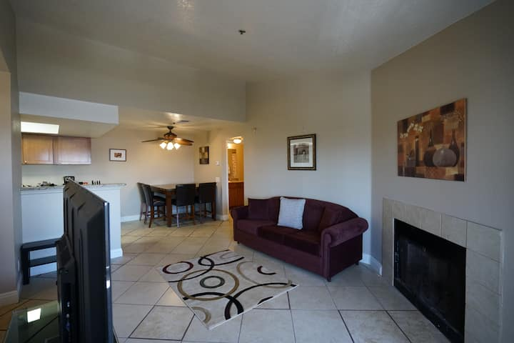 Cozy 1BR KING Memory Foam Condo Min from the Strip