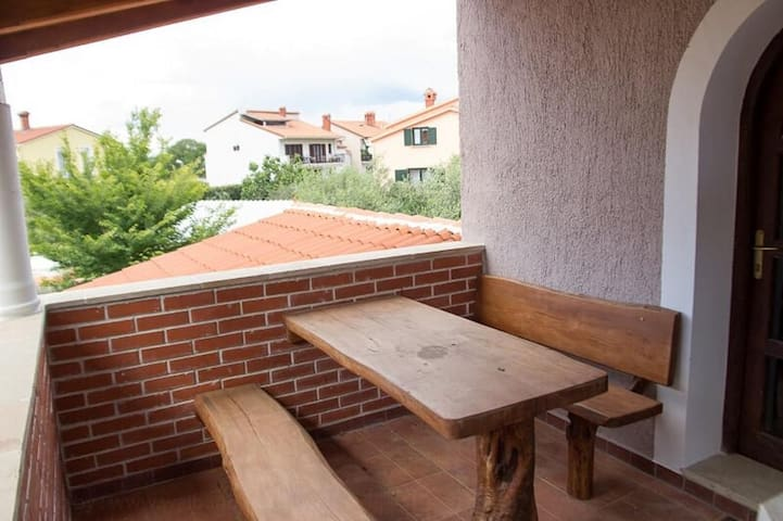 One bedroom apartment with terrace Valbandon, Fažana (A-13458-b)