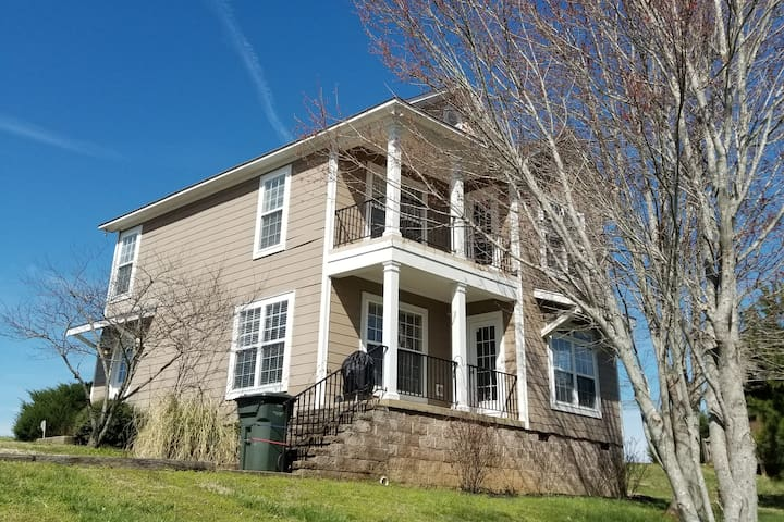 Majestic Views 1 mile from the Tennessee River!