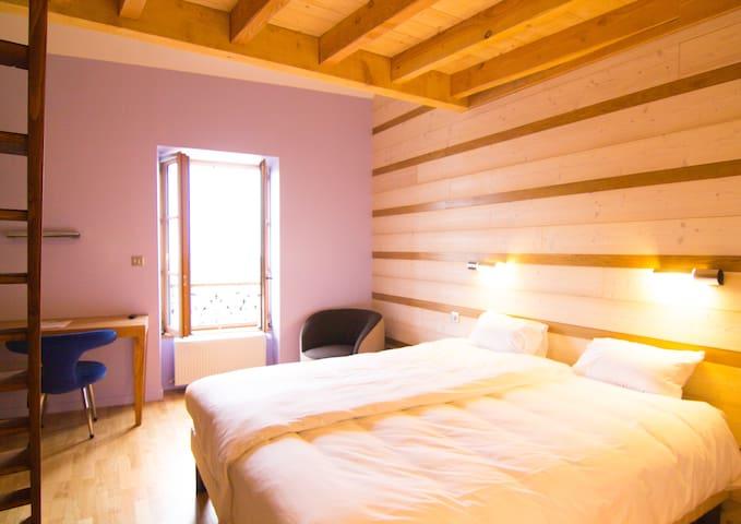Chambre familiale 'Lavende', centre ville Ambierle - Ambierle - Bed & Breakfast
