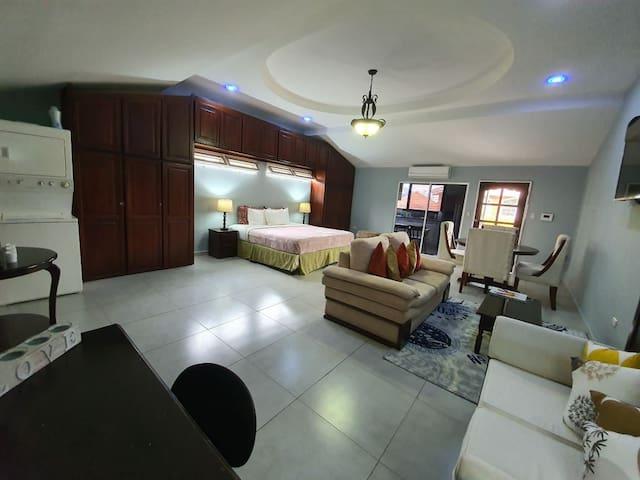 ¡Moderno y Lujoso Condominio!