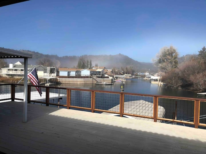 Pelican Place Waterfront home-NEW dock-large deck