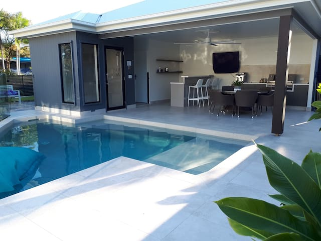 Private new Noosa pool house with steam sauna.