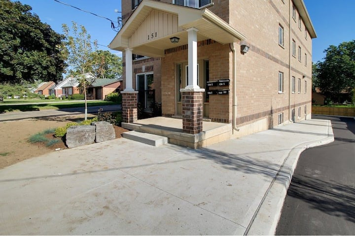 Furnished Three Bedroom Apartment Uptown Waterloo