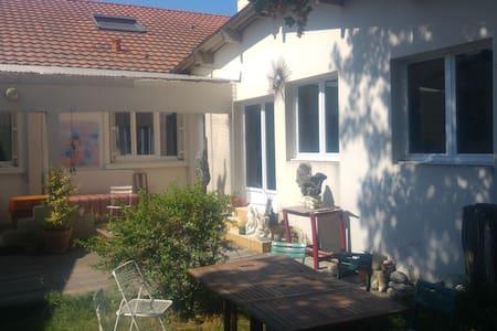 Chambre et bureau calmes pour séjours d'affaire - Thouaré-sur-Loire