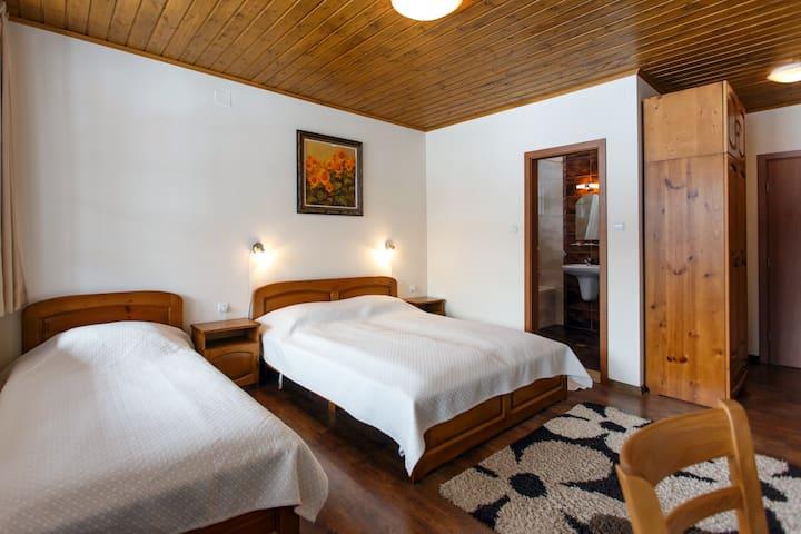 Room N 2