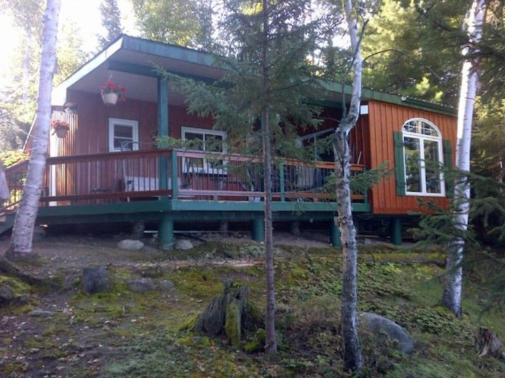 Classic Waterfront Cottage-Grassroots