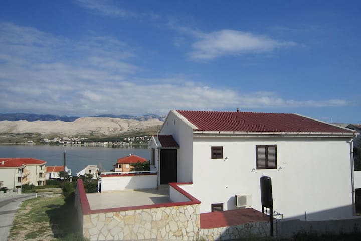 Spacious apartment with sea view,200 meters distant from the beach,BBQ for use