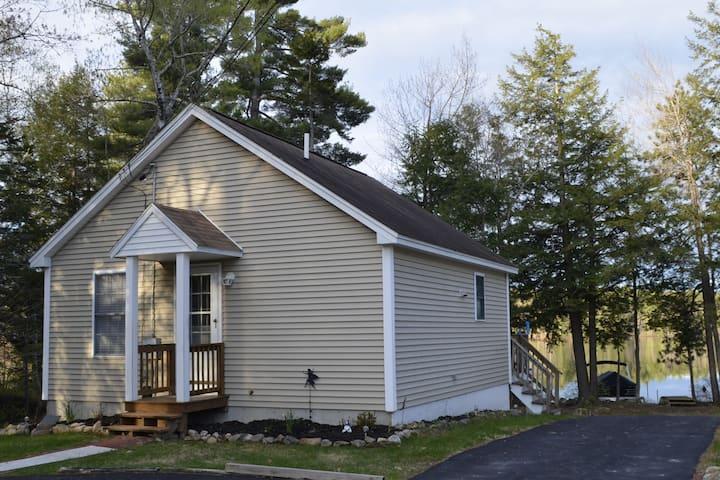 Beautiful Lakeside Cottage