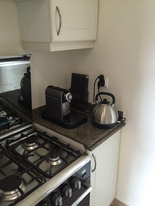 Nespresso coffee machine & kettle