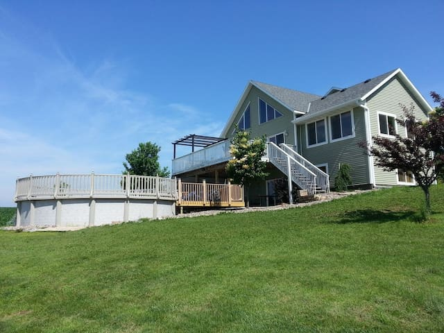COUNTRY COVE-Country House, 5 BR + Loft, 4 FULL BA