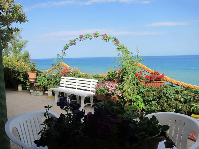 Holidays in Calabria - Villa on the sea