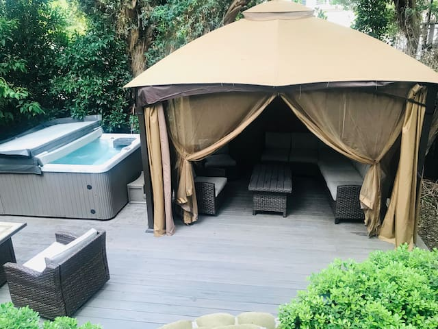 Private Sherman Oaks guest house with spa use!