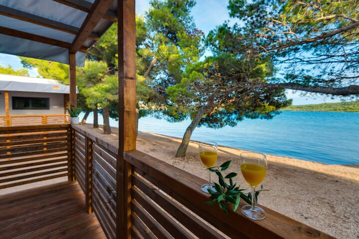 Beach holidays in bungalow directly by the sea