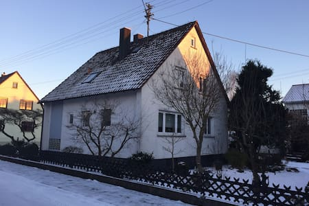 Moderne Ferienwohnung 10 km westlich von Günzburg - Bibertal - Apartamento