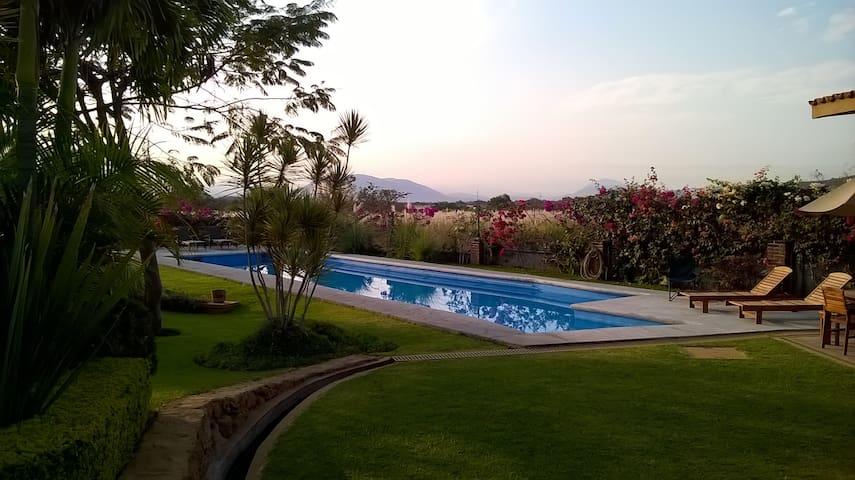 CHICONCUAC alberca y jardín!!