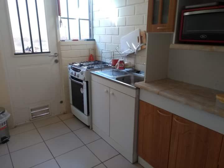 Habitación con derecho a usar la casa.