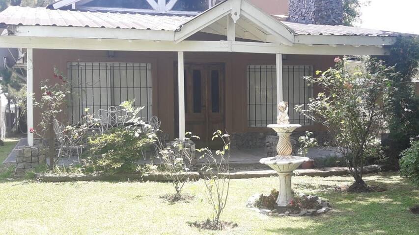 Excelente casa quinta ideal para dos familias cerc