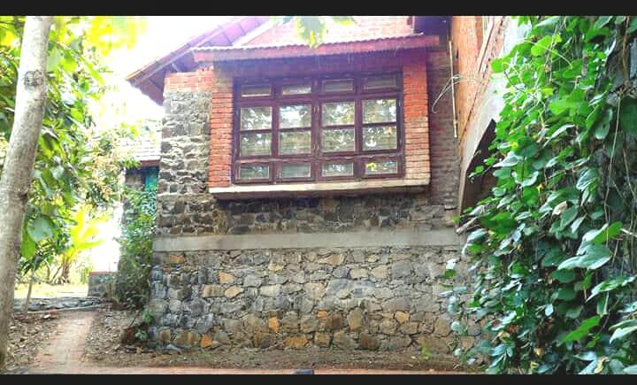 Farmhouse with Swimming pool - Mumbai.
