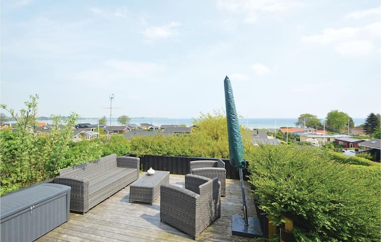 Holiday cottage with 3 bedrooms on 66 m² in Sjølund