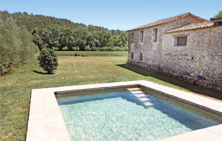 Holiday cottage with 4 bedrooms on 204 m² in Cabanelles