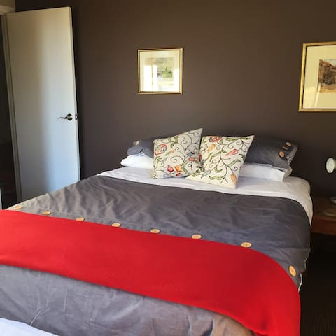 The Tussock's guest bedroom - Lake Tekapo - Casa