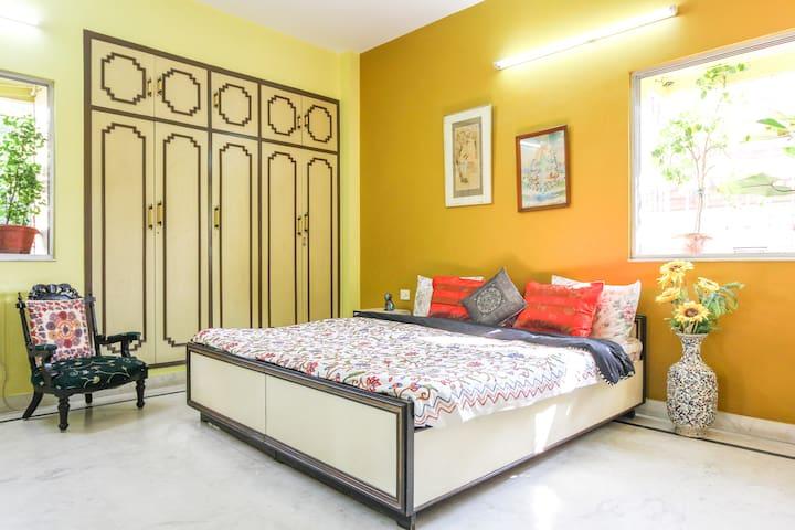 The Sun Room | Spacious | Premium Location - Kolkata - Apartment
