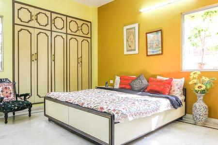 The Sun Room | Spacious | Premium Location - Kolkata