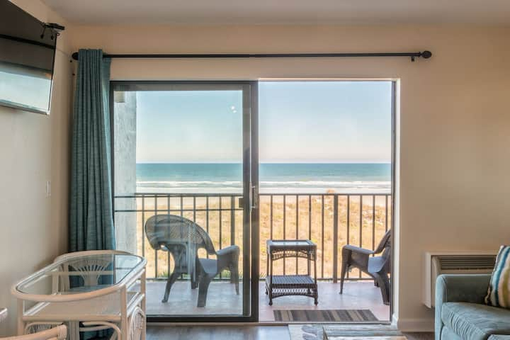 Sand & Surf-Heated Pool! OCEANFRONT-Fall Specials!