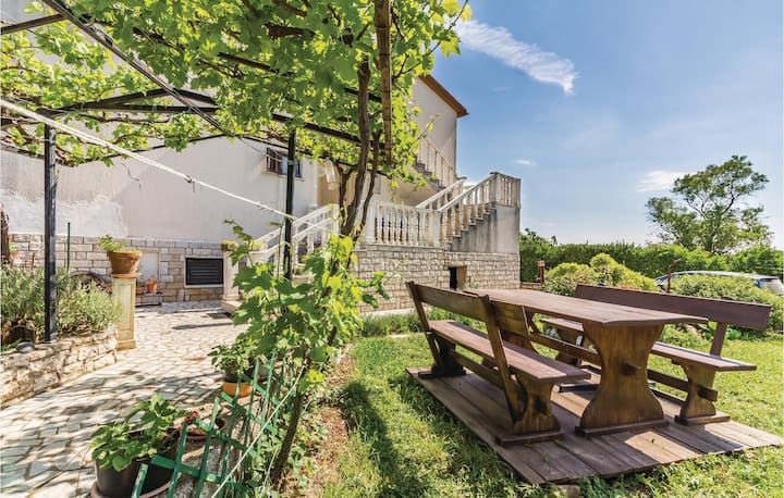 Beautiful home in Segotici with WiFi and 3 Bedrooms