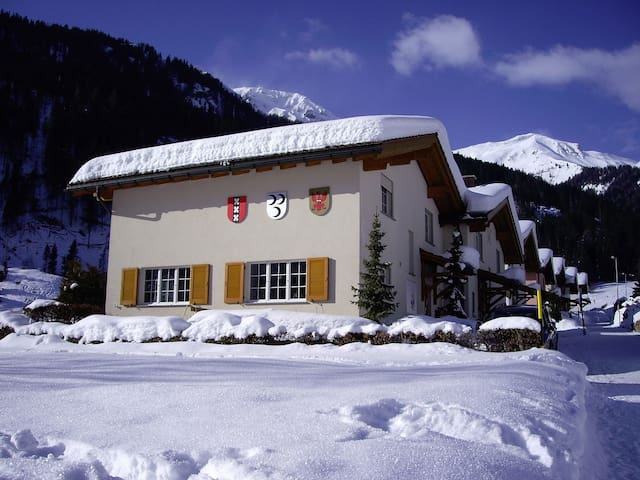 8 guests ski chalet Lenzerheide - Churwalden - House