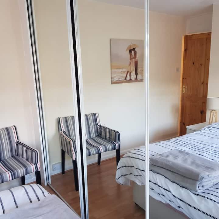 Bright Double Bedroom near QE Hospital Gateshead