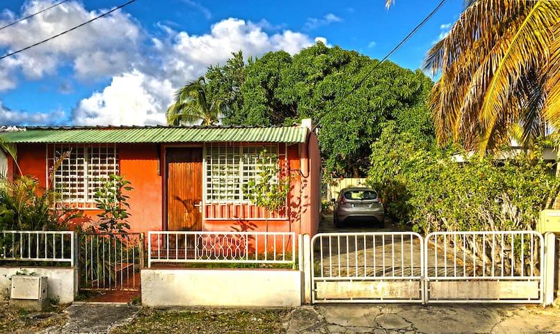 Rustic Caribbean Bungalow - Saint-Francois - Huis