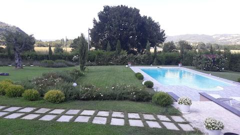 Umbria Perugia Villetta  con giardino e  piscina