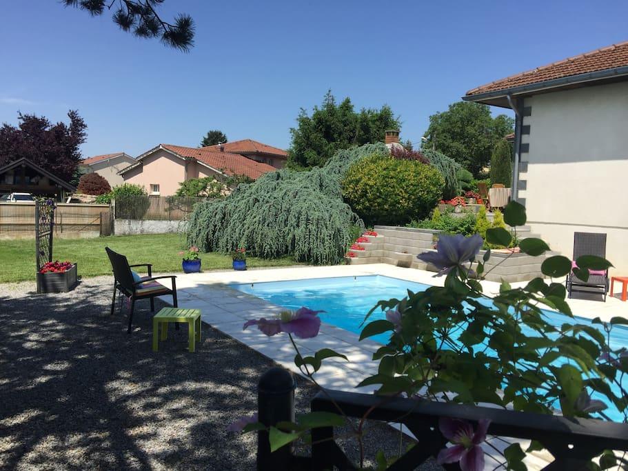 chambre studio confort piscine chauff e p d j villas for rent in saint priest auvergne. Black Bedroom Furniture Sets. Home Design Ideas