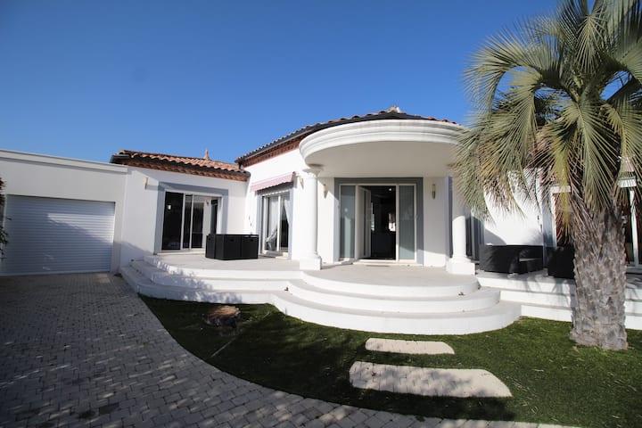 Villa Ancolie, villa avec piscine chauffée
