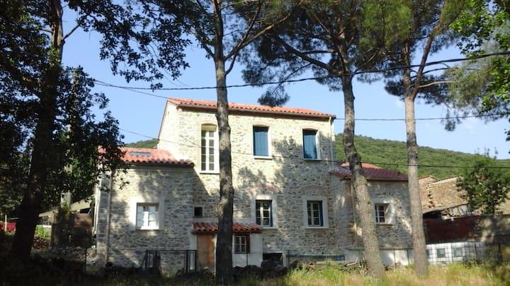 L'ancienne école de Riunoguès