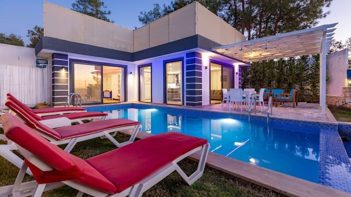 Üzümlü köyünde 2 yatak odalı özel havuzlu villa
