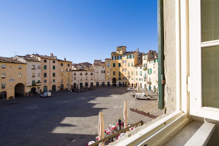Great stay in Piazza Anfiteatro + free pizza - Lucca - Appartement