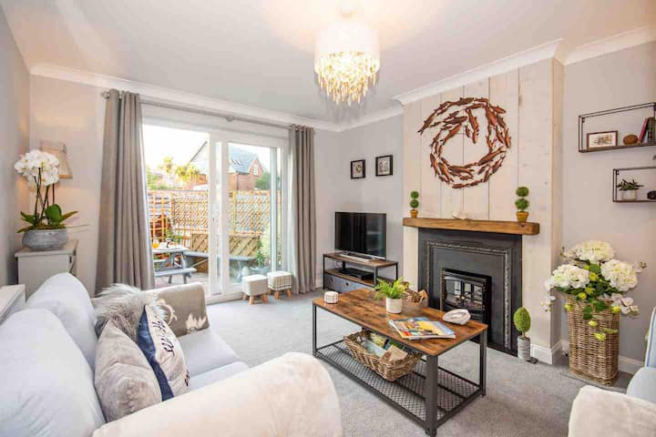Luxury Seashell Cottage, Milford on Sea New Forest