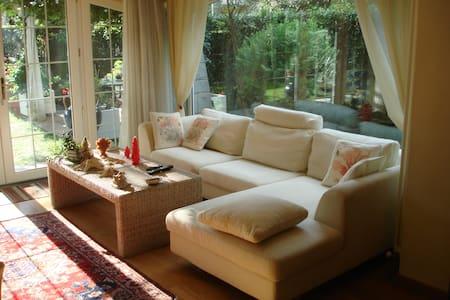 porzione di splendida villa con giardino - Apartamento