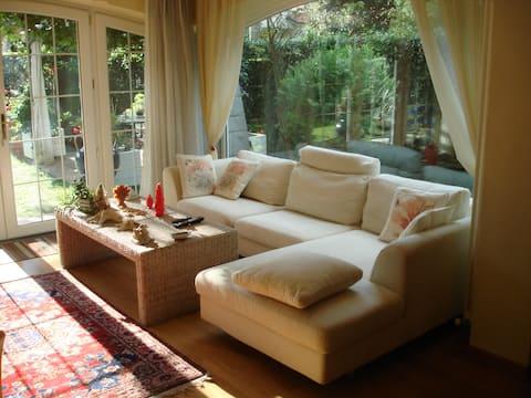 porzione di splendida villa con giardino