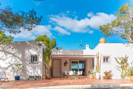 Villa Can Bob, 12 pers. villa met uitzicht op zee