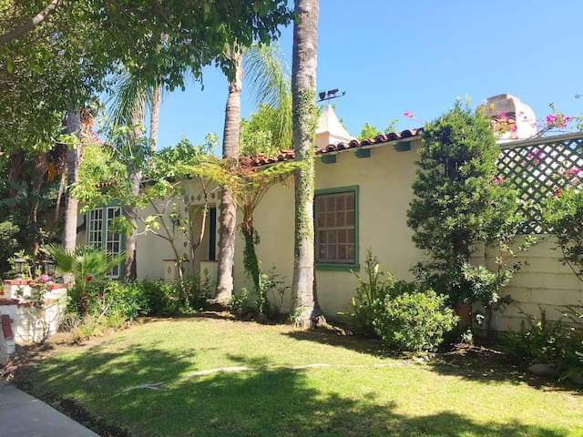Perfect Beverly Hills Home w/Spanish courtyard - Los Angeles - Dům