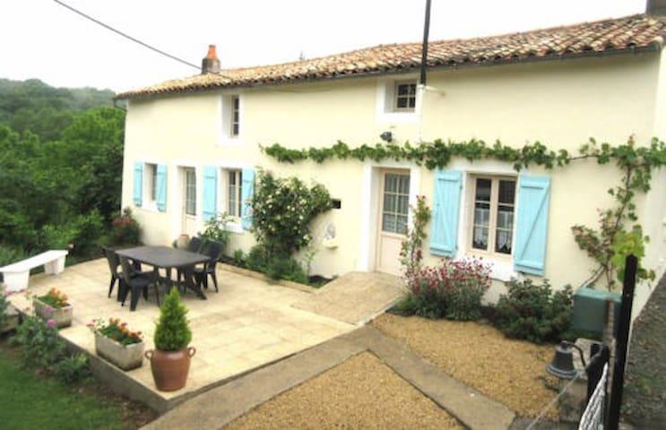 """""""La Clémentine"""" Maison de village en Poitou - Sainte-Ouenne - Townhouse"""