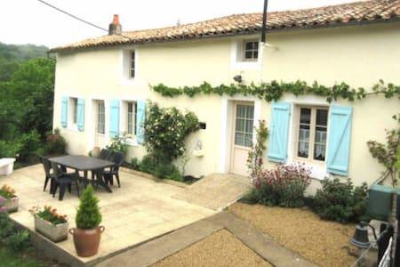 """""""La Clémentine"""" Maison de village en Poitou - Sainte-Ouenne - タウンハウス"""