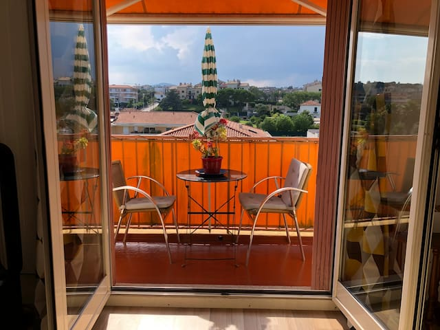 Lovely studio appartement 5 mn walk from the beach