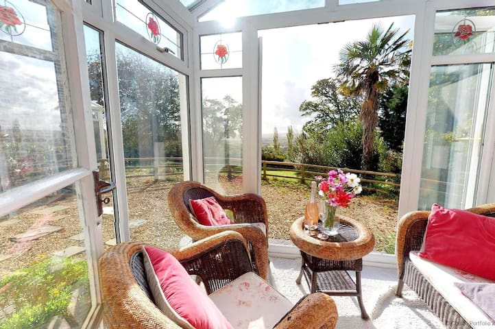 BISHOPS TAWTON OVERTON HOUSE | 2 Bedrooms|Hot TUb (£110) |Pet Friendly|Unrivalled Views|